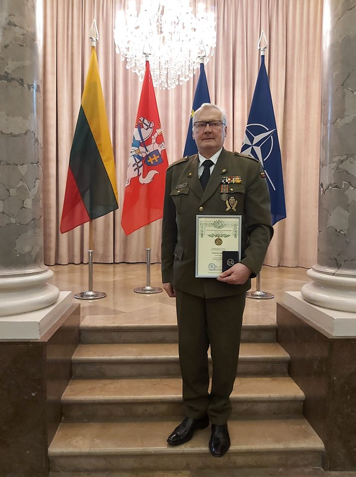 Gediminui Jankui įteiktas Lietuvos kariuomenės kūrėjų savanorio medalis