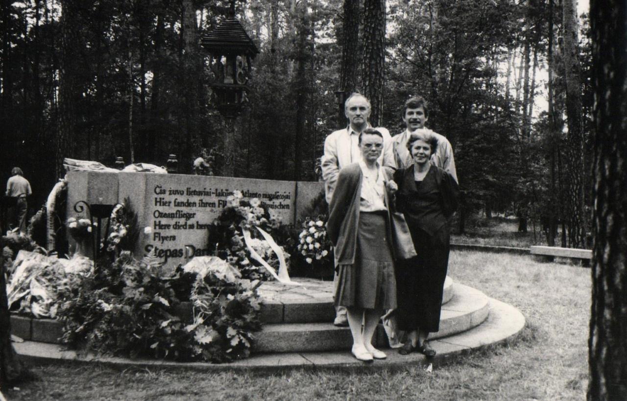 Soldino miške, prie paminklo Dariui ir Girėnui