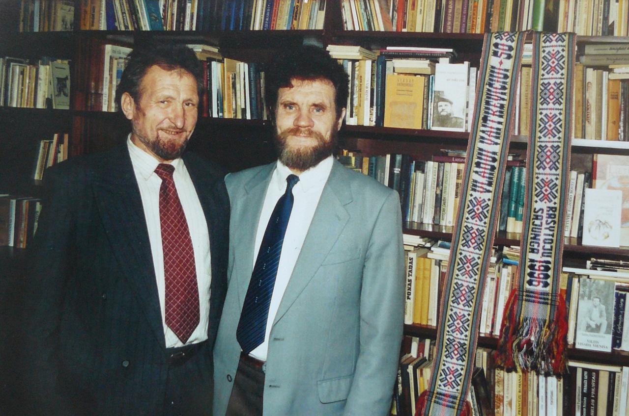 V. Vaitkevičius su jaunystės bičiuliu P. Ramockevičiumi