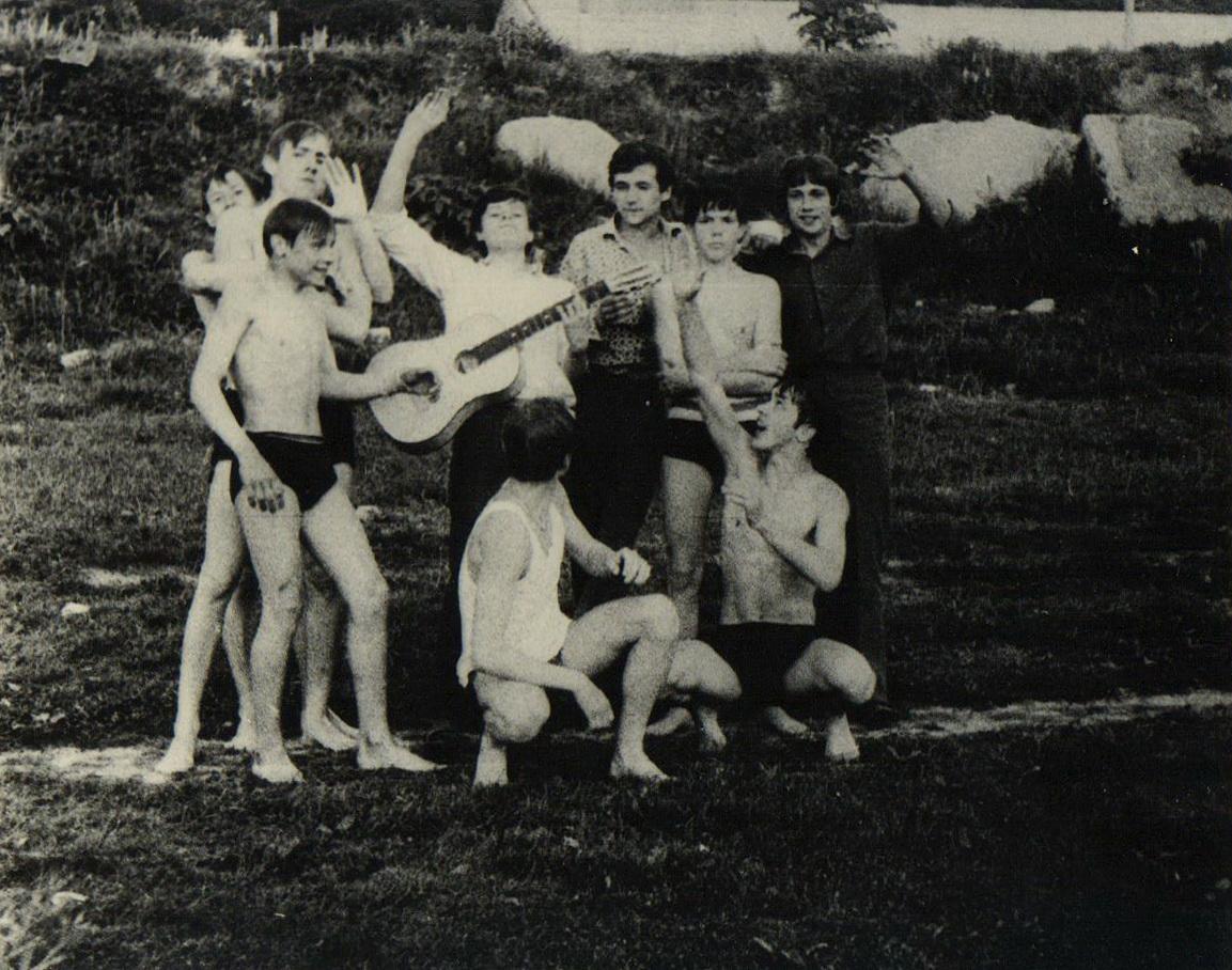 Rašytojas Edmundas Janušaitis su klasiokais
