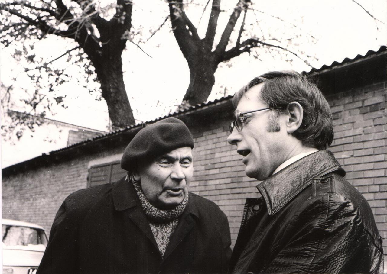 J. Grušas su V. Martinkumi