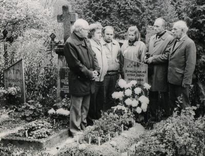 Prie Vito Žvirdausko kapo