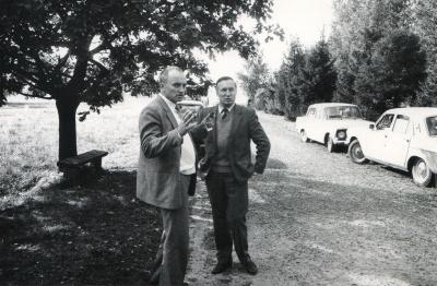 Satyrikas A. Dabulskis su prozininku A. Pociumi