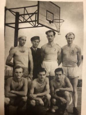 Aleksas Dabulskis, kalinių krepšinio komanda Omsko lageryje